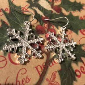 ❄️ Silver Snowflake Holiday Earrings ❄️